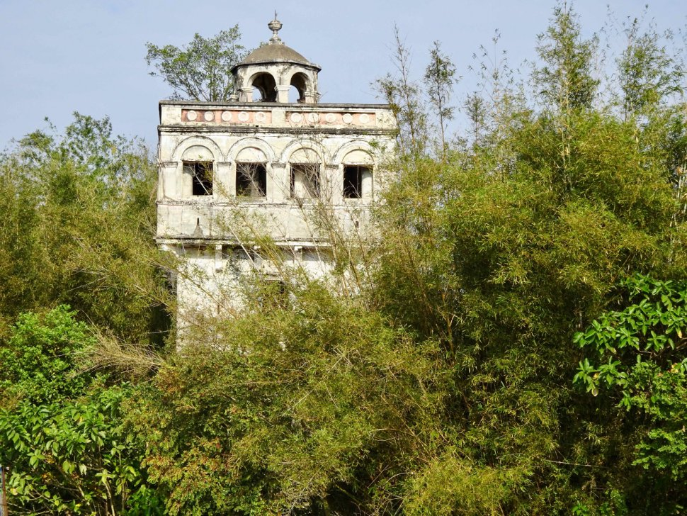 "Photo 7. In the Kaiping region, in Guangdong province, close to touristic villages on the UNESCO world heritage list, many hamlets struggle to restore ""diaolou"", defensive structures with a unique architectural style, dating from the 19th century, erected by overseas Chinese citizens returning to their home province. Our visit in February 2017 revealed many buildings in poor condition, closed altogether, or being used as grain stores, poultry farms, or barns for farming equipment."